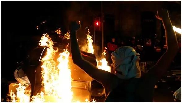 西班牙加泰罗尼亚街头纵火