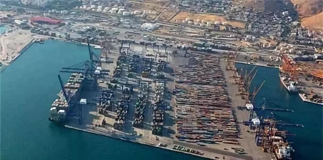 伊拉克抗议者封锁了港口